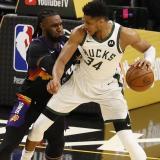 Giannis Antetokounmpo y los Bucks están cerca de hacer historia en la NBA