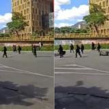 Policía busca a hombre que agredió con patada a patrullera en Medellín