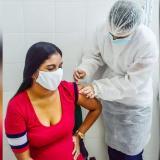 Avanza vacunación contra la covid-19 de mujeres gestantes y jóvenes de Sucre