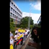 Japoneses despiden con banderas de Colombia a Caterine Ibargüen