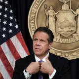 Gobernador de Nueva York renunció a su cargo tras escándalo por acoso sexual