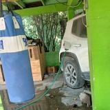 Por celos, mujer llenó con agua el tanque de gasolina del carro de su expareja