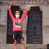 Roglic estrena el maillot rojo en la Vuelta a España con una monumental crono
