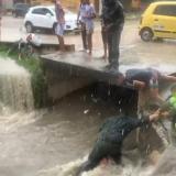 """""""Mi hijo está vivo de milagro"""": mamá de niño rescatado de un arroyo"""
