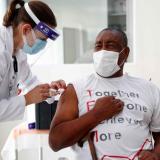Personas propensas a enfermedades, los elegidos para tercera dosis en el país