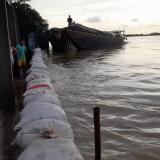 Aguas del río Cauca inundan la zona urbana de Guaranda en Sucre