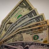 El dólar cierra la semana a la baja