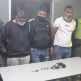 Robo de camioneta, persecución y balacera: hubo tres capturados