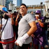 Óscar de la Hoya anuncia que tiene covid y suspende su regreso al ring