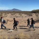 Mujer que huía con su hija de violencia familiar muere al intentar cruzar la frontera de EE. UU.