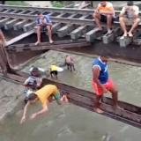 Invasión de jóvenes a puente férreo de Aracataca afecta operación del tren