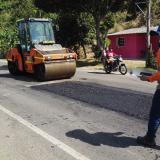 Construyen carretera con plástico reciclado en La Guajira