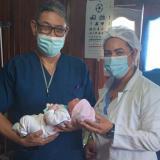 Después de 25 años, nació un bebé de parto asistido en un pueblo palafito