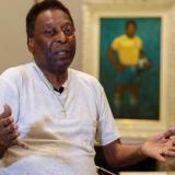 """Pelé es operado de un tumor en el colón y asegura que está """"muy bien"""""""