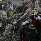 Un muerto y 10 desaparecidos en un derrumbe de tierra en el centro de México