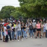 """Estudiantes protestan por """"falta de respuestas"""" sobre las Saber 11"""