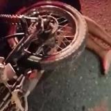 Choque de dos motos deja dos muertos y tres heridos