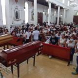 Multitudinaria despedida en Gaira a los hermanos Romero