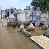 Ni los muertos se salvan de las aguas desbordadas