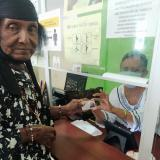 Georgina Epiayu recibió su cédula de ciudadanía
