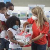 Entregan paquetes alimentarios a 800 mujeres gestantes y niños