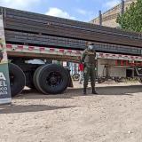 Incautan cargamento de tubos de acero de contrabando en la frontera