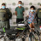 Capturan a pareja agrediendo a su víctima para robarle su moto