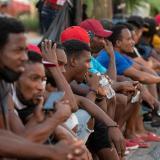 """La OIM """"preocupada"""" por migrantes haitianos en frontera México- EE. UU."""