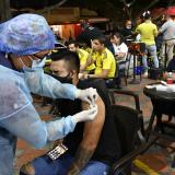 Aceleran vacunación  con puntos nocturnos