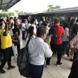 Usuarios, descontentos por los retrasos en rutas de Transmetro