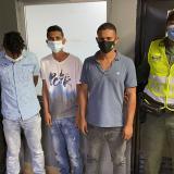 Capturan a tres sujetos por extorsión en Las Flores