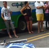 Mueren dos mujeres en choque de moto con buseta en Guachaca