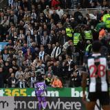La policía investiga un gesto racista entre los aficionados del Newcastle