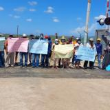 Indígenas wayuu bloquean línea férrea de Cerrejón cerca a Puerto Bolívar