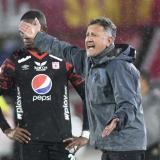 Juan Carlos Osorio salió haciendo gestos obscenos a los hinchas en El Campín