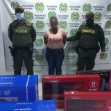 Policía captura a presunta estafadora en un centro comercial de Montelíbano