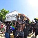 En imágenes   Acompañado de tambores y danza de negros, Magín fue despedido en Gamero