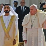 La brisa puso en aprietos al Papa en Abu Dabi