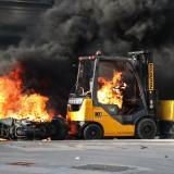 """Arde París tras incendios y saqueos en protesta de """"chalecos amarillos"""""""