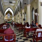 Iglesias abren sus puertas en medio de estrictos protocolos