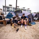 En medio de la pandemia, eliminan campamentos para personas sin hogar en Los Ángeles