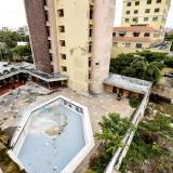 Así se ve hoy el emblemático Hotel Royal: deteriorado y abandonado