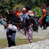 Migrantes africanos en la frontera con Panamá  columna de Néstor Rosania