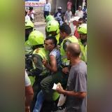 En video | Policías capturan a fleteros en lavaderos de carros del barrio San Isidro