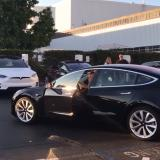 Así luce el primer carro eléctrico de bajo precio de Tesla, el model 3