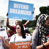 Los miles de jóvenes que dependían de una firma de Trump