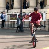 Colombiano con una sola pierna asombra en BMX Street en París