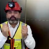 En video   Uno de los 33 mineros chilenos envía mensaje a niños tailandeses