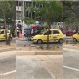 En video | Se tira en el capó de un taxi para evitar que conductor se vuele tras chocarlo