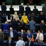 En video   Eurodiputados pro-Brexit dan la espalda mientras suena el himno europeo